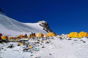 China to ban polluting tourist vehicles near Mt E...