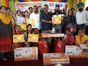 Ganga distributes LPG connections under PMUY