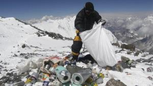 Progress in garbage sorting on Mount Everest