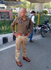 Basant Rath seizes 7-seater van ferrying 20 schoo...