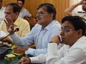 Advisor Kumar reviews functioning of Forest depar...
