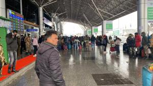 Flights to and from Srinagar airport cancelled du...