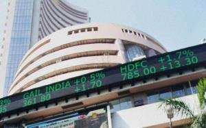 Sensex plunges over 400 points, Nifty cracks belo...