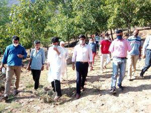 DC Bandipora inspects proposed site for JNV at Br...