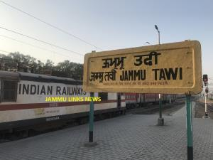 Train traffic resumes in Jammu, days after suspen...