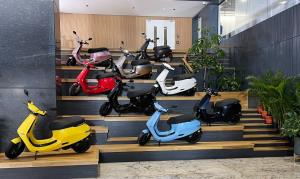 Electric scooter sales crossed Rs 1,100 cr in 2 d...