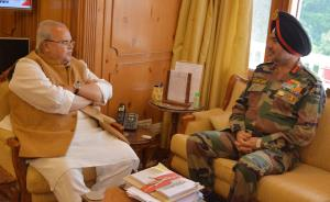 Northern Army Commander meets Governor