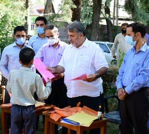Samoon visits Ganderbal, inspects development pro...