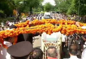 Pak government leaders pay tribute to Vajpayee