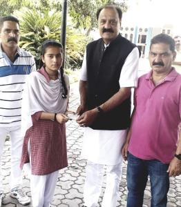 Slathia presents cash reward to topper girl stude...