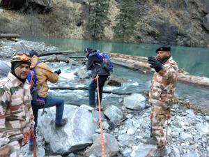 Uttarakhand: ITBP, SDRF remove obstacles from art...