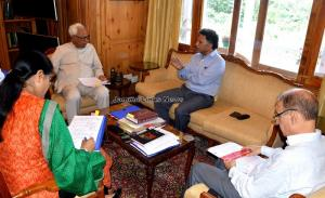 Governor reviews vacancies and recruitments in co...