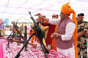 Rajnath celebrates Dussehra with BSF jawans, perf...