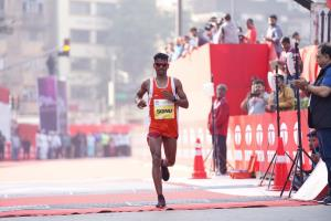 Mumbai Marathon: Srinu Bugatha, Sudha Singh win I...