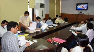 Div Com Jammu reviews KCC scheme coverage, progre...