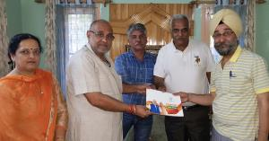 Khanna starts Sampark for Samarthan in Kashmir