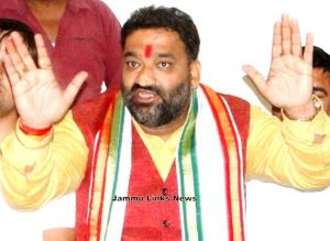 Shandilya announces 21 Lakh prize for cutting off...