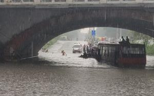 Heavy rains lash parts of Delhi