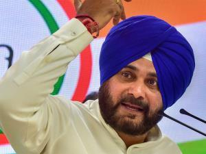 Navjot Singh Sidhu calls Amarinder Singh a