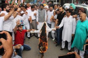 J&K Congress protests against detention of Priyan...