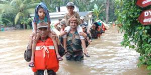 Army, Navy, NDRF work on war footing in Kerala to...