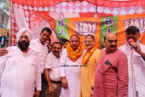 Congress ex-corporator Pawan Singh joins BJP