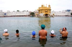 Devotees take holy dip in Golden Temple