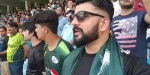 Video of Pakistani man singing Indian national an...