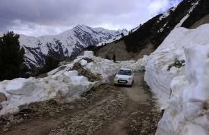 Mughal road reopens for traffic after three days
