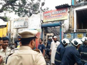 12 killed in fire at a shop in Mumbai
