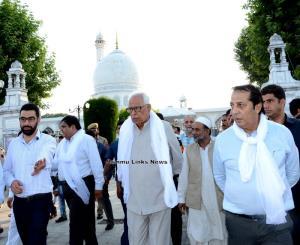 Governor visits historical Downtown Srinagar